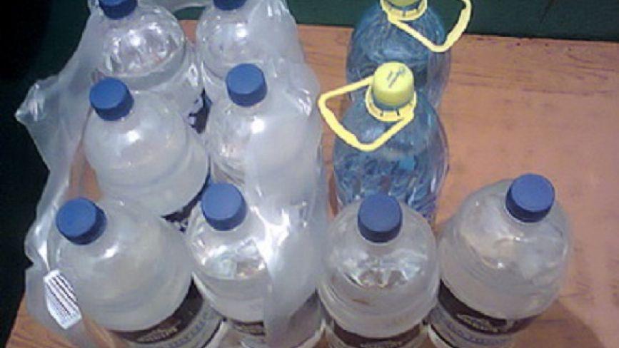 На Житомирщині у виправну колонію під виглядом питної води намагалися доставити спиртне. Фото
