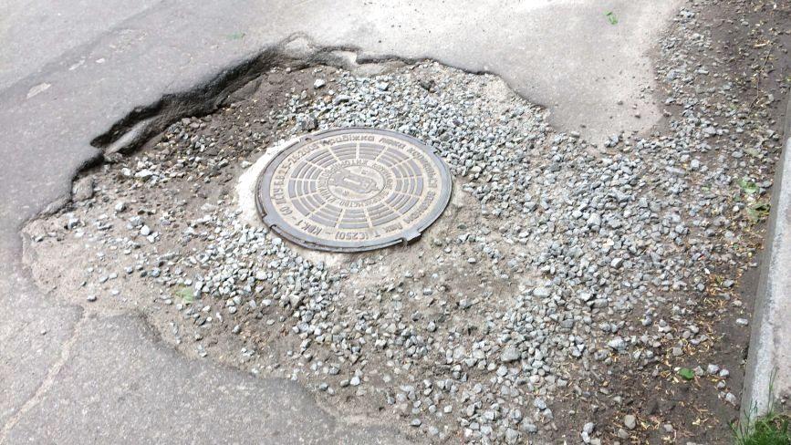 Не по-європейськи: житомирянин скаржиться на неякісний ремонт доріг. ФОТО