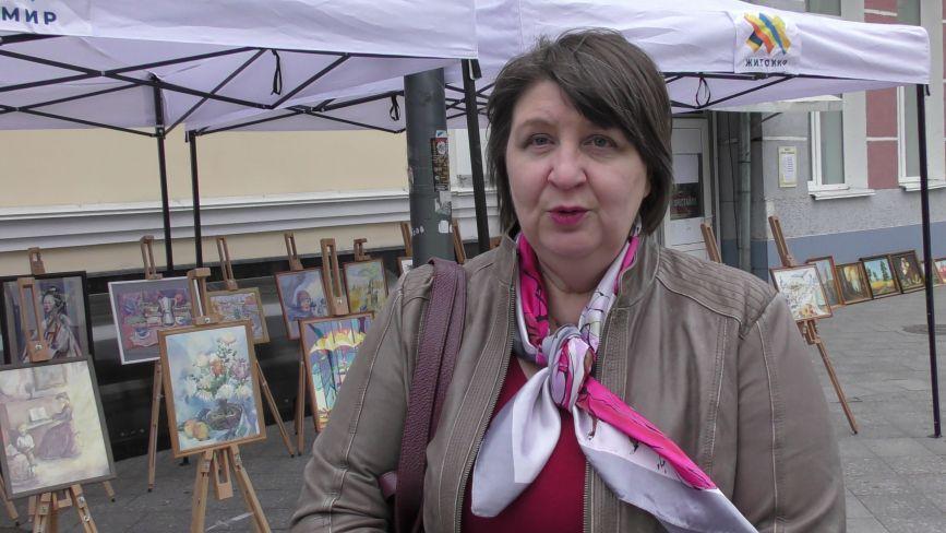 На Михайлівській проходить виставка творчих робіт художньої школи імені Віктора Шкуринського «Квіти для мами»