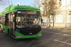 До уваги пасажирів: через провалля на Бердичівській змінено маршрути тролейбусів