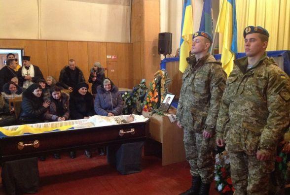 На Корбутівці прощаються зі старшим прапорщиком житомирської 95-ї бригади. Фото