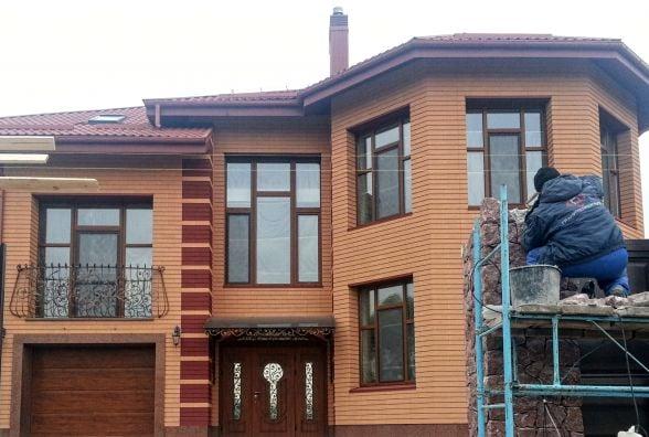 Незадекларований маєток та родинний бізнес житомирського голови СБУ