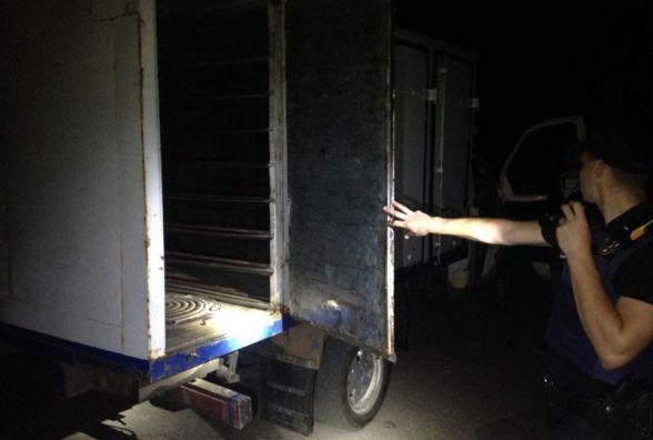 У Житомирі «на гарячому» затримали крадіїв вуличних люків