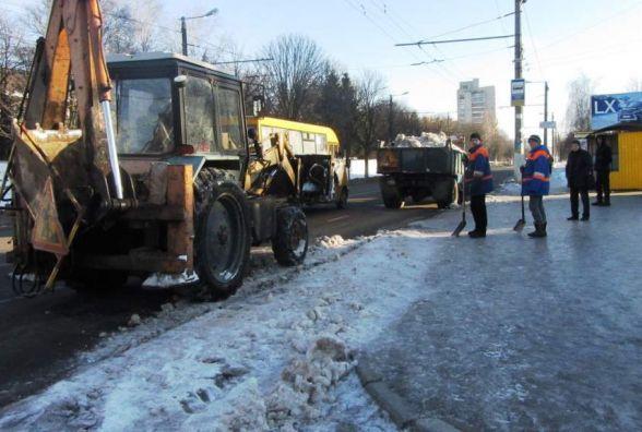 У Житомирі працює 12 одиниць спецтехніки для розчистки та вивезення снігу