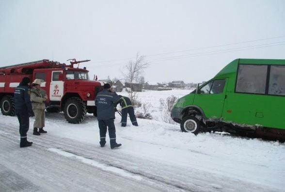 За добу рятувальники Житомирщини 17 разів допомагали визволяти автомобілі зі снігових заметів