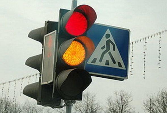 Шоу «Дорожня інтуїція»: через демонтаж дублюючих світлофорів водії вчаться їздити «наосліп»
