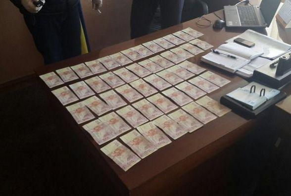 """Житомирщина: на хабарі у 5 тисяч гривень """"зловили"""" голову Брусилівської райдержадміністрації"""