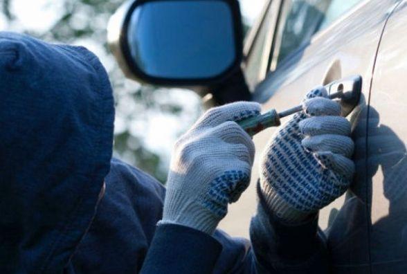 На Житомирщині двоє молодиків вкрали автомобіль у таксиста