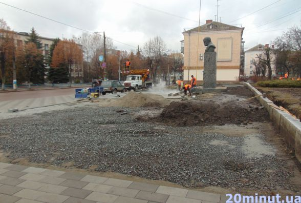 Шевченківські клопоти: прапор повісили, ремонт не завершили