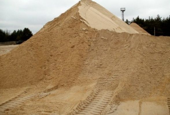 У Житомирі активісти затримали вантажівку з піском. ВІДЕО