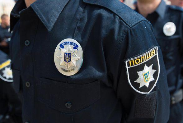 """Нічний """"шопінг"""": у Житомирі на даху торгівельного центру затримали чоловіка"""