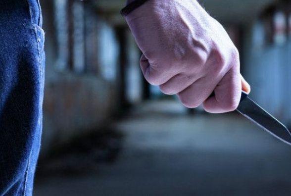 На Житомирщині 17-річний юнак травмував співчаркувальника матері