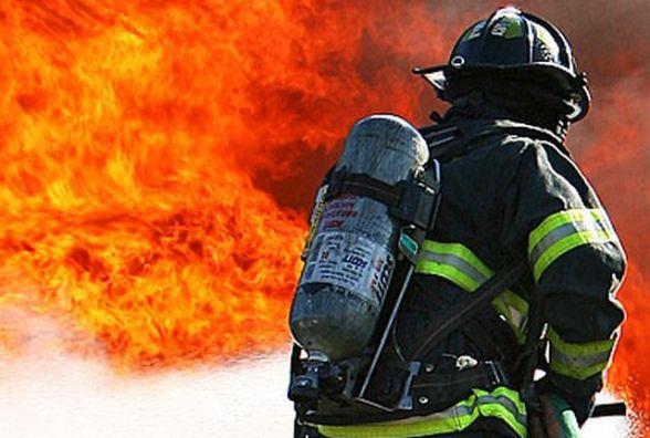 На Житомирщині під час пожежі у багатоповерхівці врятували чоловіка