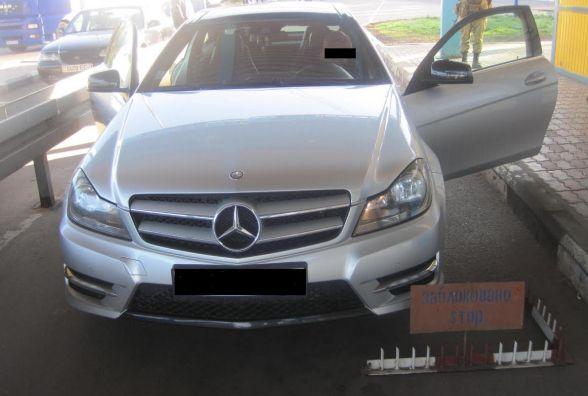 Житомирські прикордонники затримали викрадений автомобіль з фальшивими документами
