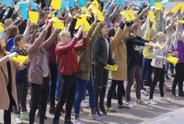 """Учасники """"Шоу Сергія Вікторова""""провели патріотично-мистецьку акцію у Малині"""