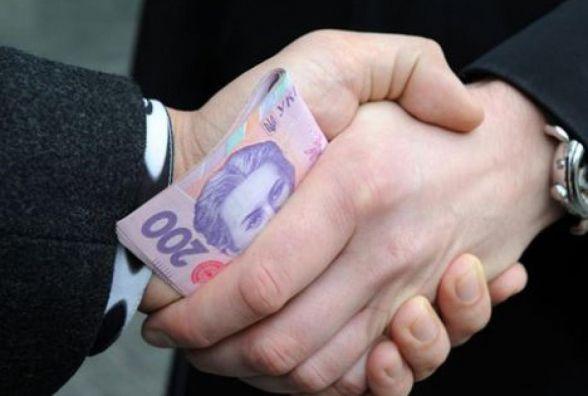 У Житомирі менеджер намагався дати 20 тисяч гривень хабаря правоохоронцям за неперешкоджання йому у незаконній підприємницькій діяльності