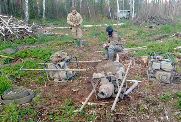 """Багатий """"врожай"""": на Житомирщині поліцейські вилучили у бурштинокопачів 13 мотопомп"""