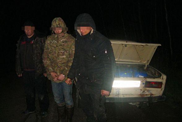У Житомирській області троє чоловіків вкрали з магістрального нафтопроводу 600 літрів дизпалива