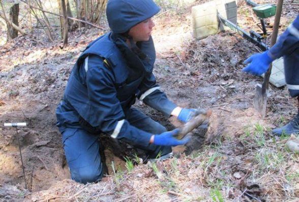 Небезпечна знахідка: на Житомирщині грибник знайшов у лісі артилерійський снаряд