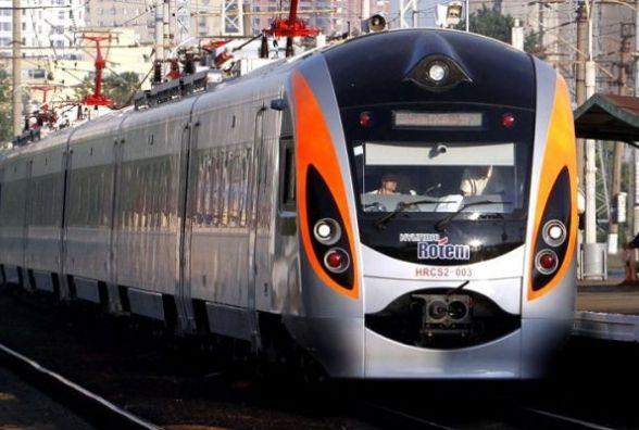 """""""Укрзалізниця"""" запустила додатковий Інтерсіті до Одеси на час літніх відпусток"""
