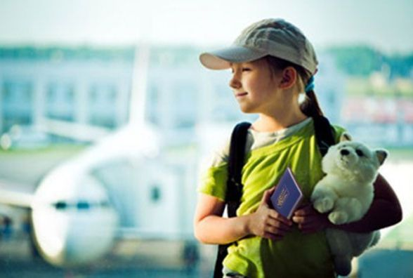 Дітям, аби їздити до Європи без візи, обов'язково потрібно мати біометричний закордонний паспорт