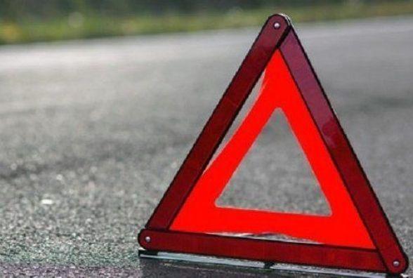 На Житомирщині злетів з дороги і перекинувся мікроавтобус: травмований водій і двоє пасажирів