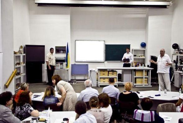В Україні з`явився віртуальний STEM-центр, який навчить учнів експериментувати