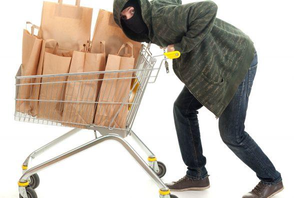 """""""Забудькуватий"""" житомирянин намагався винести з супермаркету продукти і вино майже на 750 гривень"""