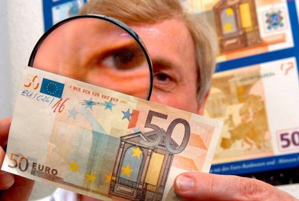 У Житомирі чоловік придбав авто за підробленими євро: шахрая розшукує поліція