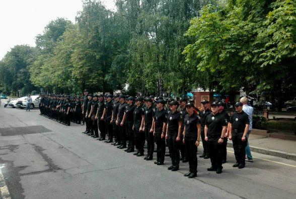 Фотофакт. На Старому Бульварі близько 90 правоохоронців склали присягу