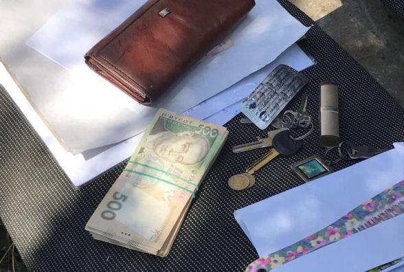 """На Житомирщині  на хабарі у 26 тис.  грн """"погоріла"""" голова сільської ради"""