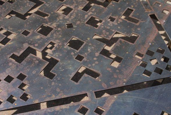 У Житомирській ОДА розповіли, чому на пам`ятнику Героям Небесній Сотні місцями іржа