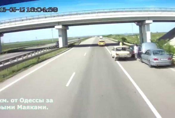 """Будьте обережними: на 393 км траси """"Київ - Одеса"""" промишляють автомобільні аферисти"""