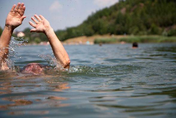 У Житомирі в річці втопився чоловік