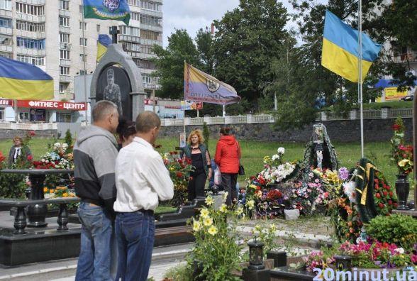 У Житомирі у День Незалежності України вшанували загиблих героїв (Фото)