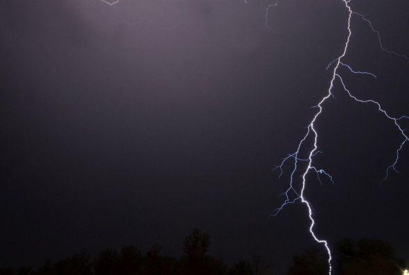 На Житомирщині від удару блискавки загинув чоловік