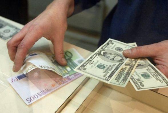Курс долара знову підвищився