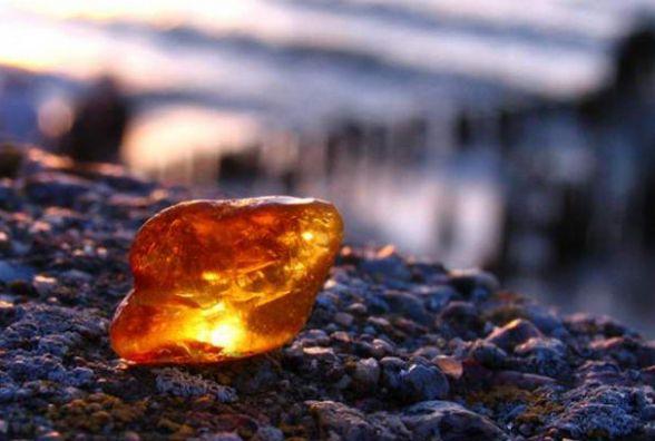 """У Коростенському районі СБУ затримала групу старателів, які видобували """"сонячне"""" каміння у промислових масштабах"""