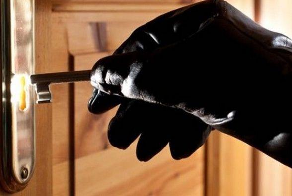 У Житомирі розшукують квартирного злодія