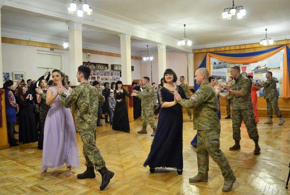 У Житомирі відбувся військовий бал учасників АТО