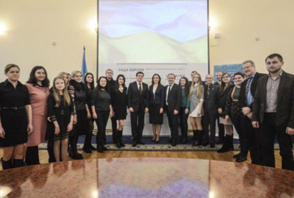 Геннадій Зубко нагородив регіональних журналістів