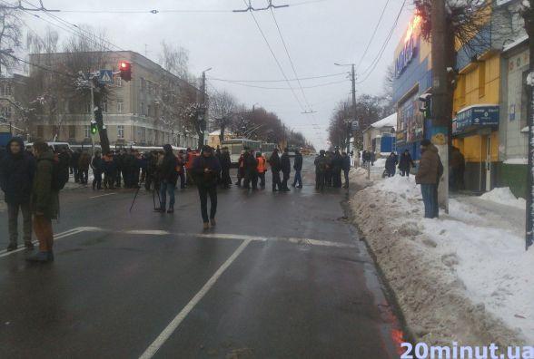 Житомирські працівники облавтодору перекрили дорогу через борги за заробітню плату