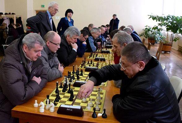 Найкраще грають в шахи медики м. Новограда-Волинського