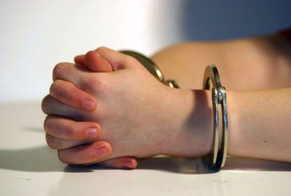 Чоловіка, який намагався згвалтувати 9-річну дівчинку, взяли під варту