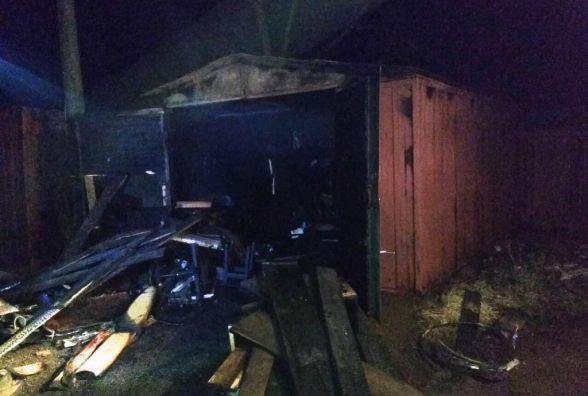 У Коростені горів металевий гараж