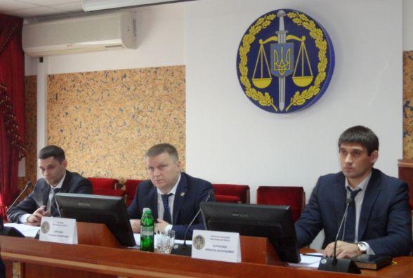 Звіт прокуратури за 2017 рік: викрито 3 злочинні групи у лісопереробній галузі, а в земельній сфері заявлено позовів на 290 млн грн