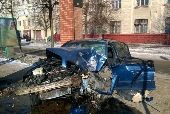 У Бердичеві з понівеченого автомобіля деблокували 20-річного молодика