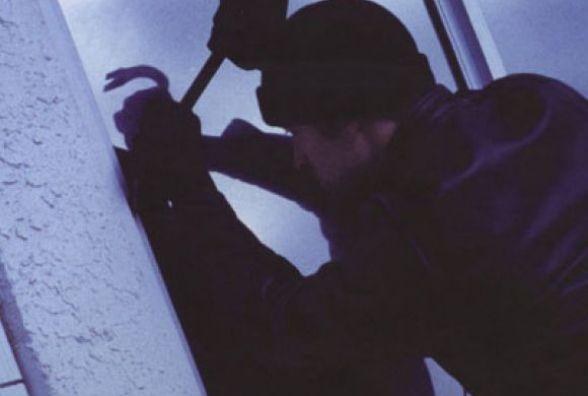 Металопластикові вікна та міцні вхідні двері не завадять досвідченим крадіям, запевняють у поліції охорони