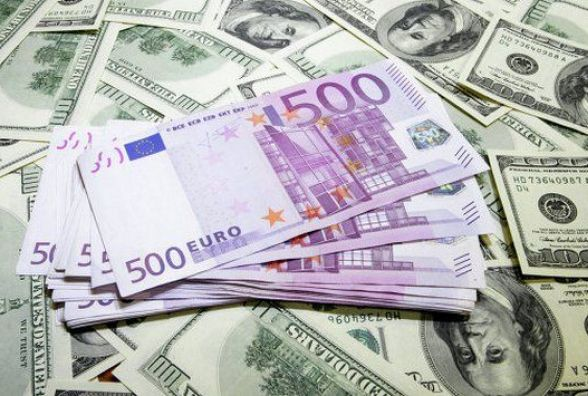 Курс валют: євро дешевшає, долар - навпаки
