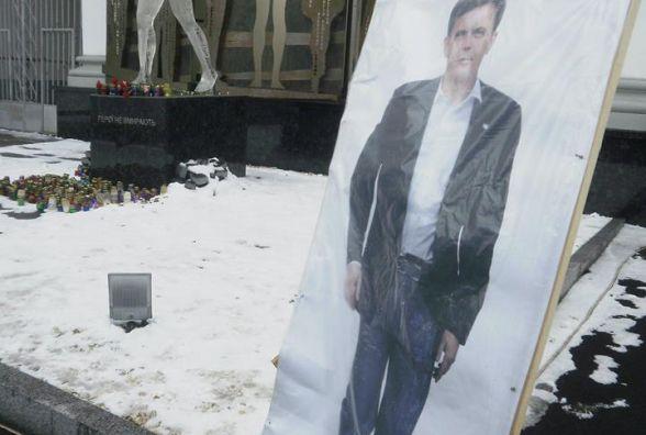 Провокація людей Розенблата біля пам`ятника Героям Небесної сотні. ВІДЕО